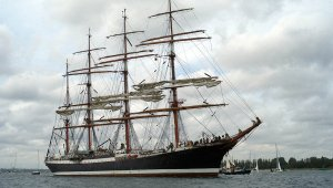 Kapal Layar Terbesar dan Termegah di Dunia